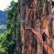 Mencoba Jembatan Ondo Langit Gumuk Reco di Desa Wisata Sepakung
